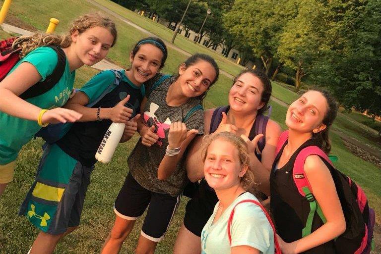 כדורסל בנות מחנה Step It Up