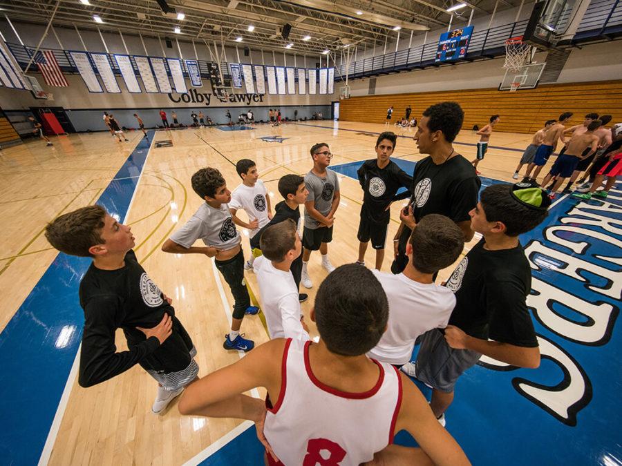 מאמן ושחקנים במחנה Step It Up בניו יורק